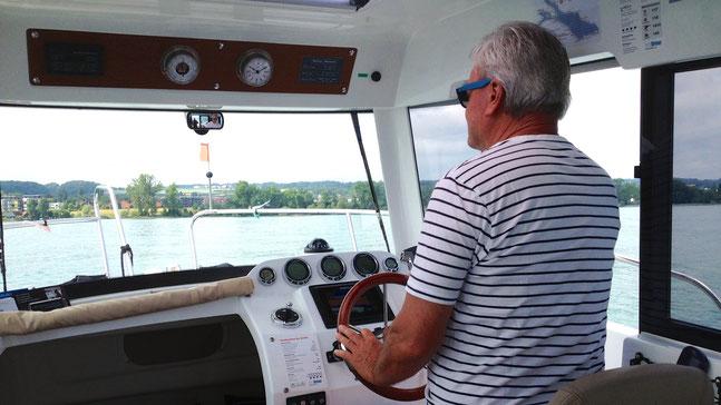 Emil Munz im Schulungsboot auf dem Bodensee