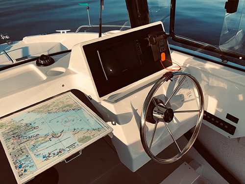 Schulungsboot Emil Munz CaptainsMarine Cockpit